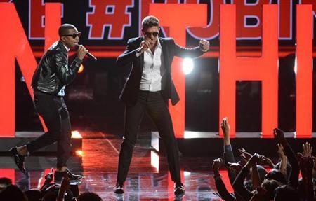 Pharrell Williams (L) and Robin Thicke perform at the 2013 BET Awards in Los Angeles, California on June 30, 2013. REUTERS/Phil McCarten/Files