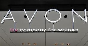 La casa matriz de Avon en Nueva York, jun 21 2013. El fabricante de cosméticos Avon informó una ganancia trimestral menor a la esperada el jueves, por un nuevo desplome en las ventas en América del Norte y por la debilidad en mercados como México y Rusia. REUTERS/Brendan McDermid