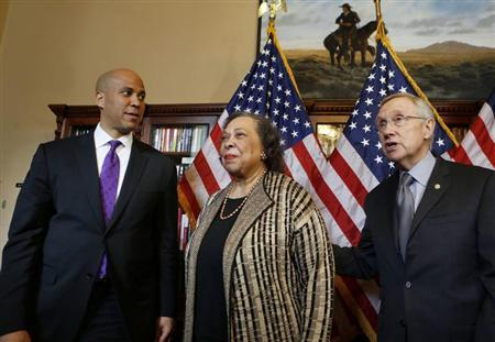 U.S. Senator-elect Cory Booker (D-NJ), and his mother, Carolyn Booker stand with U.S. Senate Majority Leader Harry Reid (L-R) before Booker is sworn in later this morning on Capitol Hill in Washington, October 31, 2013. REUTERS/Larry Downing