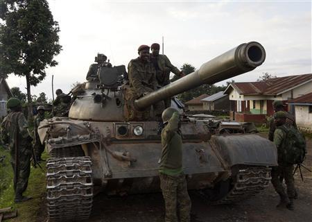 Congolese soldiers arrive atop a tank in Bunagana, north of Goma October 30, 2013. REUTERS/Kenny Katombe