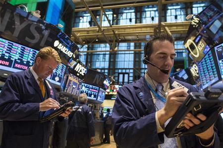 Traders work on the floor of the New York Stock Exchange, October 30, 2013. REUTERS/Brendan McDermid