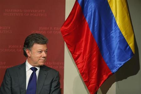 Colombian President Juan Manuel Santos waits to speak at the Kennedy School of Government at Harvard University in Cambridge, Massachusetts September 25, 2013. REUTERS/Brian Snyder