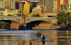 Rowers train at dawn on Melbourne's Yarra River in this January 24, 2012 file photo. REUTERS/Toby Melville/Files