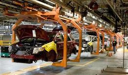 The new Ford Flex and the Ford Edge share this assembly line at the company's Oakville Plant June 3, 2008. REUTERS/Fred Thornhill