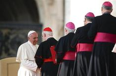 Pope Francis greet cardinals and bishops during the general audience in Saint Peter's Square at the Vatican October 30, 2013. REUTERS/Alessandro Bianchi