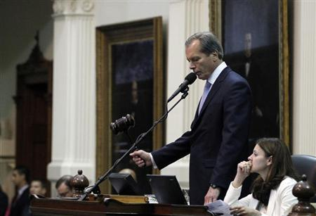 Texas Lieutenant Governor David Dewhurst strikes the gavel after the Senate passed legislation restricting abortion rights in Austin, Texas, July 12, 2013. REUTERS/Mike Stone