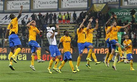 Juventus players celebrate their win at the end of their Italian Serie A soccer match against Parma at Tardini stadium in Parma November 2, 2013. REUTERS/Alessandro Garofalo