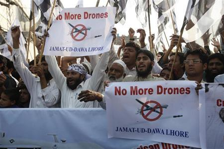 Supporters of the Jamaat-ud-Dawa Islamic organization hold placards and party flags as they shout slogans during a protest, against U.S. drone attacks in the Pakistani tribal region, in Lahore November 1, 2013. REUTERS/Mohsin Raza