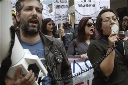 Protesters from the Communist-affiliated trade union PAME shout slogans during a rally to demonstrate against the government's decision to allow shops to open for more than two Sundays a year, on the first day the law is implemented, in the commercial Ermou Street in central Athens November 3, 2013. REUTERS/John Kolesidis