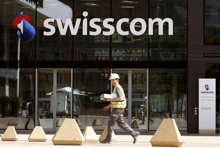 The logo of Swiss telecom company Swisscom AG is seen at an office building in Zurich July 19, 2013. REUTERS/Arnd Wiegmann