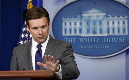 White House Principal Deputy Press Secretary Josh Earnest speaks about Syria during a press briefing at the White House in Washington August 29, 2013. REUTERS/Kevin Lamarque