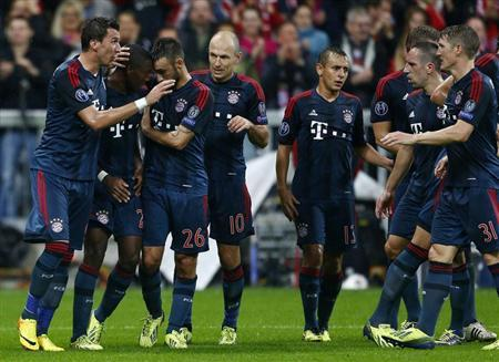 Bayern Munich's David Alaba (2nd L) celebrates with his team mates after scoring a goal against Viktoria Plzen during their Champions League match in Munich October 23, 2013. REUTERS/Michael Dalder