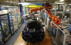Peugeot 208 are seen at the assembly line at the PSA-Peugeot Citroen plant in Poissy, near Paris May 15, 2013. Picture taken May 15, 2013. REUTERS/Gonzalo Fuentes
