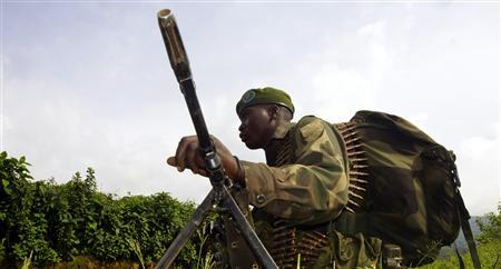 A Congolese soldier holds a position against the M23 rebels near Bunagana, north of Goma, November 1, 2013. REUTERS/Kenny Katombe