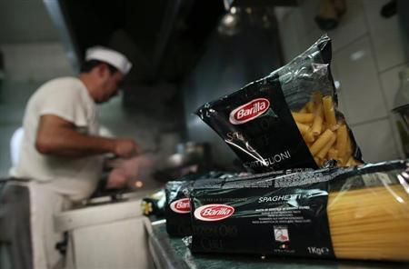 Packs of Barilla pasta are seen in the kitchen of a restaurant in Rome September 27, 2013. REUTERS/Tony Gentile