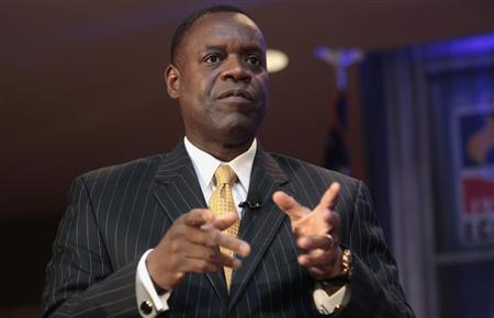 Detroit's emergency manager Kevyn Orr speaks to members of the Detroit Economic Club in Detroit, Michigan October 3, 2013. REUTERS/Rebecca Cook