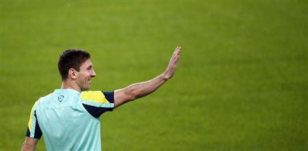 Barcelona's Lionel Messi salutes during a training session at Camp Nou stadium in Barcelona, October 25, 2013. Barcelona and Real Madrid will play their Spanish First division soccer league match on October 26. REUTERS/Albert Gea