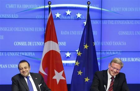 Turkey's European Affairs Minister Egemen Bagis and European Enlargement Commissioner Stefan Fule (R) address a joint news conference after EU-Turkey accession talks in Brussels November 5, 2013. REUTERS/Francois Lenoir