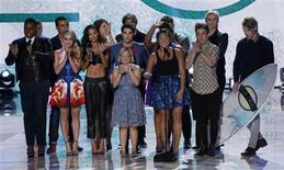"The cast of television series ""Glee"" accepts the Choice TV Show: Comedy Award at the Teen Choice Awards at the Gibson amphitheatre in Universal City, California in this August 11, 2013 file photo. REUTERS/Mario Anzuoni/Files"