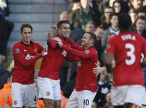 Manchester United's Robin Van Persie (L) celebrates with team-mate Wayne Rooney (R) after scoring a goal against Fulham during their English Premier League soccer match at Craven Cottage in London November 2, 2013. REUTERS/Stefan Wermuth