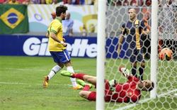 Brazil's Alexandre Pato (L) scores his goal against Australia's goalkeeper Mark Schwarzer during their international friendly soccer match in Brasilia September 7, 2013. REUTERS/Gregg Newton