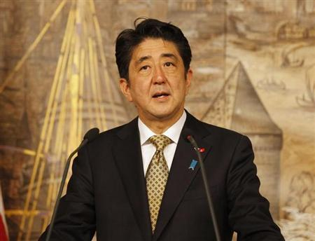 Japanese Prime Minister Shinzo Abe talks during a news conference after his meeting with Turkey's Prime Minister Tayyip Erdogan in Istanbul October 29, 2013. REUTERS/Osman Orsal