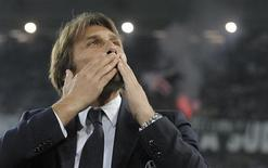Juventus' coach Antonio Conte acknowledges the crowd before the Italian Serie A soccer match against Catania at the Juventus stadium in Turin October 30, 2013. REUTERS/Giorgio Perottino