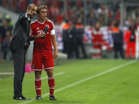 Bayern Munich's coach Pep Guardiola (L) talks to Philipp Lahm during their German first division Bundesliga soccer match against Borussia Moenchengladbach in Munich August 9, 2013. REUTERS/Michaela Rehle