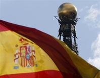 Les banques espagnoles devront constituer pour cinq milliards d'euros de provisions pour créances irrécouvrables supplémentaires en raison des changements de méthode dans le traitement des prêts refinancés, a déclaré la Banque d'Espagne mercredi. /Photo prise le 9 mai 2013/REUTERS/Paul Hanna