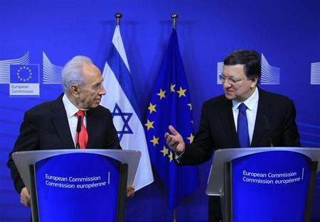 Israel's President Shimon Peres (L) holds a joint news conference with European Commission President Jose Manuel Barroso at the EC headquarters in Brussels March 7, 2013. REUTERS/Yves Herman