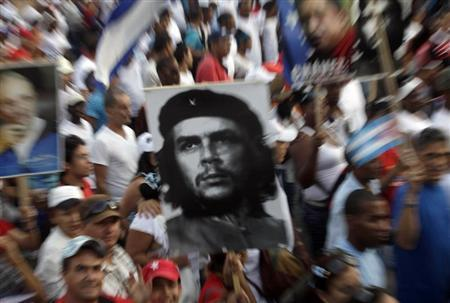 People carry an image of revolution leader Che Guevara during the May Day parade in Havana's Revolution Square May 1, 2013. REUTERS/Enrique De La Osa