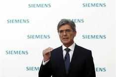 Joe Kaeser, président du directoire de Siemens. Le groupe allemand a annoncé la cession d'une partie de sa filiale de technologies de traitement de l'eau au groupe de capital-investissement AEA Investors pour 640 millions d'euros. /Photo prise le 31 juillet 2013/REUTERS/Michaela Rehle