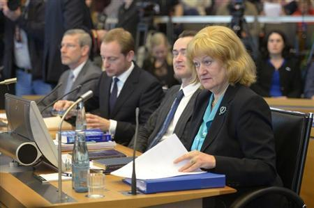 Liesbeth Lijnzaad (R), Legal Adviser of the Netherland's Ministry of Foreign Affairs, and the Dutch delegation are seen at a hearing at the International Tribunal for the Law of the Sea (ITLOS) in Hamburg, November 6, 2013. The Netherlands will ask an international court on Wednesday to order Russia to release 30 people detained during a protest against oil drilling in the Arctic. REUTERS/Fabian Bimmer
