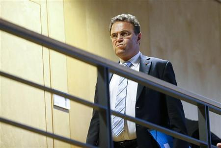 German Interior Minister Hans-Peter Friedrich arrives for preliminary coalition talks between Germany's conservative (CDU/CSU) parties and the environmental Greens party (Die Gruenen) at the Parliamentary Society in Berlin October 10, 2013. REUTERS/Tobias Schwarz