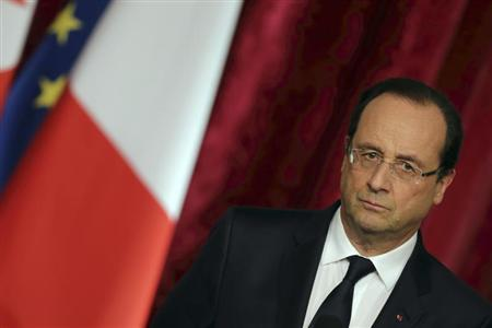 French President Francois Hollande listens to Tunisian President Moncef Marzouki at the Elysee Palace in Paris, November 5, 2013. REUTERS/Philippe Wojazer
