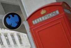 Una sucursal del banco Barclays en Londres, oct 30 2013. Reguladores antimonopolio de la Unión Europea impondrán una multa récord de al menos 1.500 millones de euros a seis bancos, incluidos Barclays y el Royal Bank of Scotland, por la manipulación de la tasa de referencia Libor, dijo el miércoles una fuente de la industria. REUTERS/Toby Melville