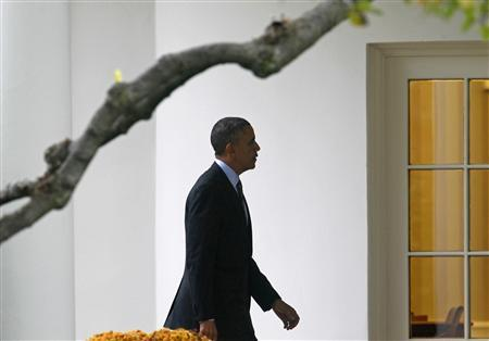 U.S. President Barack Obama walks to the Oval Office of the White House in Washington after visiting the Walter Reed National Military Medical Center in Bethesda, Maryland, November 5, 2013. REUTERS/Yuri Gripas