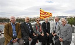 (L-R) Six pro-independence senior citizens Jaume Sobreques, Albert Roma, Nati Gabriel, Paco Vallespi, Florenci Trullas and Tomas Llusera pose in front of the Catalan flag, on the roof of the Catalonia History Museum in Barcelona November 5, 2013. REUTERS/Gustau Nacarino
