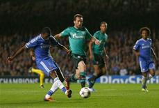 Chelsea's Samuel Eto'o shoots to score a goal against FC Schalke 04 during their Champions League soccer match at Stamford Bridge in London November 6, 2013. REUTERS/Eddie Keogh