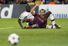 AC Milan's Mario Balotelli (L) and Barcelona's Javier Mascherano react during their Champions League soccer match at Nou Camp stadium in Barcelona November 6, 2013. REUTERS/Albert Gea