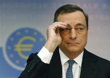 Presidente do Banco Central Europeu, Mario Draghi, participa de entrevista coletiva em Frankfurt, na Alemanha. O BCE reduziu sua taxa básica de juros nesta quinta-feira para nova mínima recorde de 0,25 por cento, reagindo à desaceleração inesperada na inflação que ficou bem abaixo da meta do banco, o que gera temores de que a recuperação econômica da zona do euro pode ser sufocada. 07/11/2013. REUTERS/Ralph Orlowski