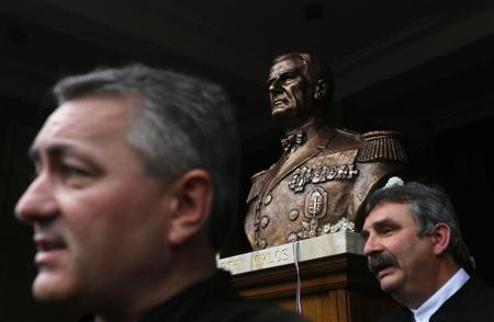 Hungarian pastor and far-right politician Lorand Hegedus (L) unveils the statue of wartime leader Miklos Horthy in central Budapest November 3, 2013. REUTERS/Laszlo Balogh