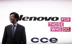 CEO da Lenovo, Yang Yuanqing, após entevista coletiva em São Paulo. A chinesa Lenovo, maior fabricante de computadores pessoais do mundo, está se reinventando como empresa de dispositivos móveis e servidores de armazenamento de dados para superar uma desaceleração no mercado de PCs que está afetando as rivais menos ágeis. 05/09/2012. REUTERS/Nacho Doce