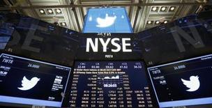 L'action Twitter a été cotée à 45,10 dollars jeudi pour ses débuts à la Bourse de New York et affiche un bond de près de 75% par rapport à son prix d'introduction. /Photo d'archives/REUTERS/Lucas Jackson