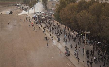 Riot police use tear gas to disperse pro-Kurdish demonstrators during a protest in the southeastern Turkish town of Nusaybin, on the Turkish-Syrian border, November 7, 2013. REUTERS-Stringer