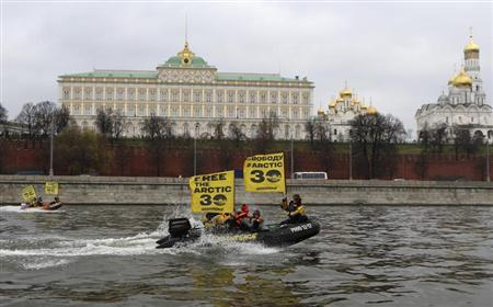 Greenpeace activists sail motor boats in front of the Kremlin as they stage a protest demanding the release of the ''Arctic 30'', in central Moscow November 6, 2013. REUTERS/Sergei Karpukhin