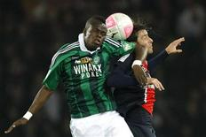 Paris St Germain's Maxwell (R) challenges Saint Etienne's Ismael Diomande during their French Ligue 1 soccer match at Parc des Princes stadium in Paris May 2, 2012. REUTERS/Benoit Tessier