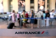 Air France-KLM a enregistré une croissance de 2,8% de son trafic passagers en octobre, essentiellement soutenue par l'activité sur les continents américain et asiatique. /Photo d'archives/REUTERS/Eric Gaillard