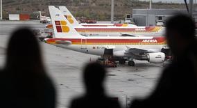 International Airlines Group a plus que doublé son bénéfice au troisième trimestre, conséquence à la fois d'une nouvelle performance solide de British Airways et des signes de reprise d'Iberia. La société mère de BA, d'Iberia et de Vueling a enregistré un bénéfice d'exploitation de 690 millions d'euros. /Photo d'archives/REUTERS/Sergio Perez