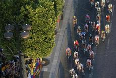 The pack of riders cycles on the Champs Elysees avenue during the 133.5km final stage of the centenary Tour de France cycling race from Versailles to Paris Champs Elysees, July 21, 2013. REUTERS/Jean-Paul Pelissier